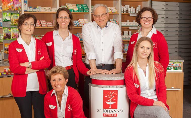 Die Mitarbeiter der Apotheke in Straubing.